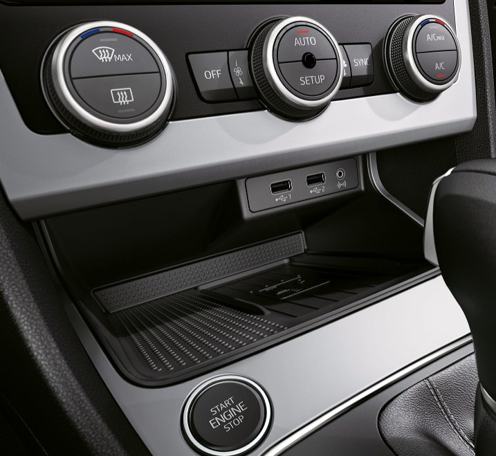 SEAT Leon Estate - Phone charging area